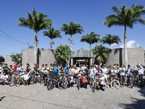 Ciclistas homenageiam ativista morta em acidente de bicicleta