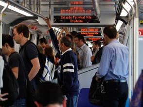 Crise tira 86 mil usuários do metrô por dia em SP