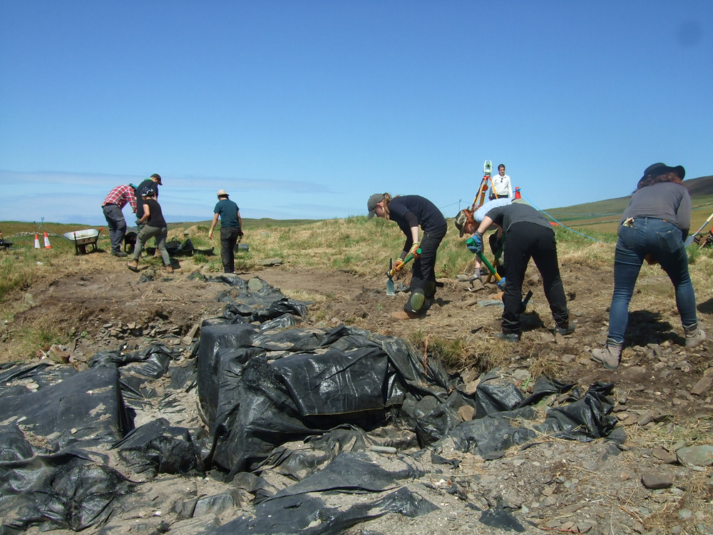 Opening up a new area over the chambered tomb at Swandro