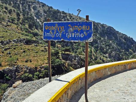 Przestrzelone znaki drogowe w górach – co oznaczają i kto do nich strzela?