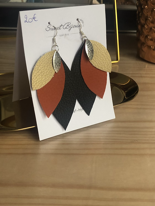 Boucles d'oreilles cuir feuille noir ocre doré