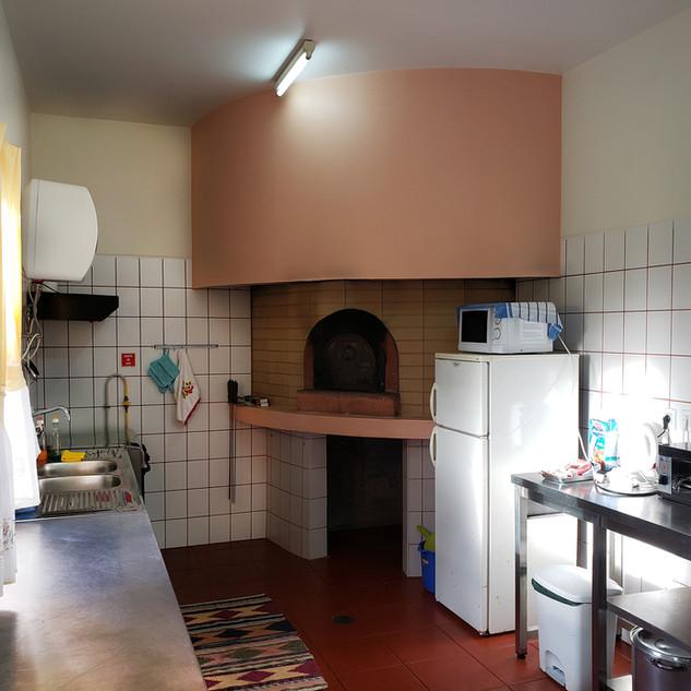 Kitchen toward oven.jpg