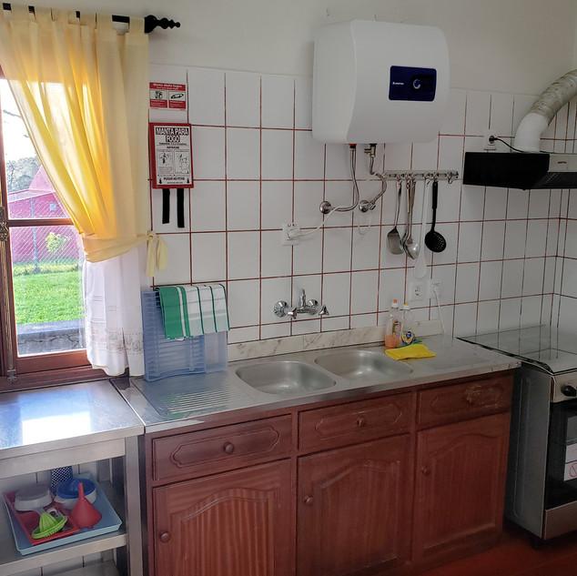 Kitchen_sink and stove CU.jpg