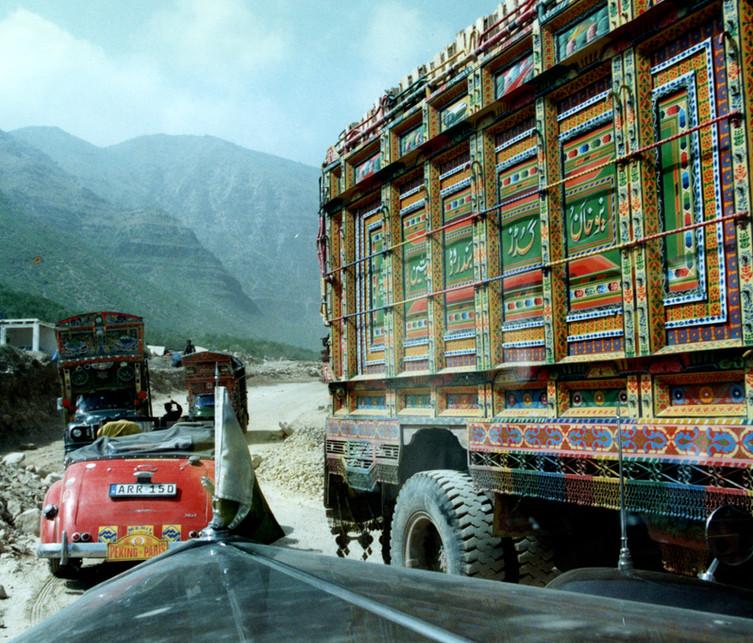 19 P2P Beautiful Pakistani trucks.
