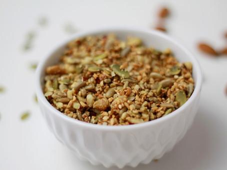 Granola salgada de sementes, amêndoas e nozes