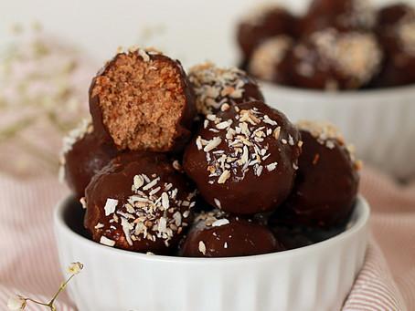 """""""Bites"""" de coco com chocolate"""