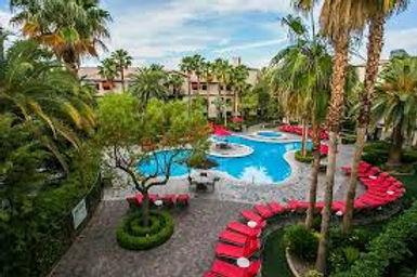 tuscany pool.jpg