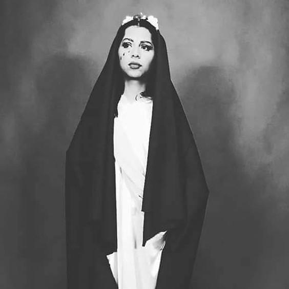 La Virgen de Sexo en La Mano