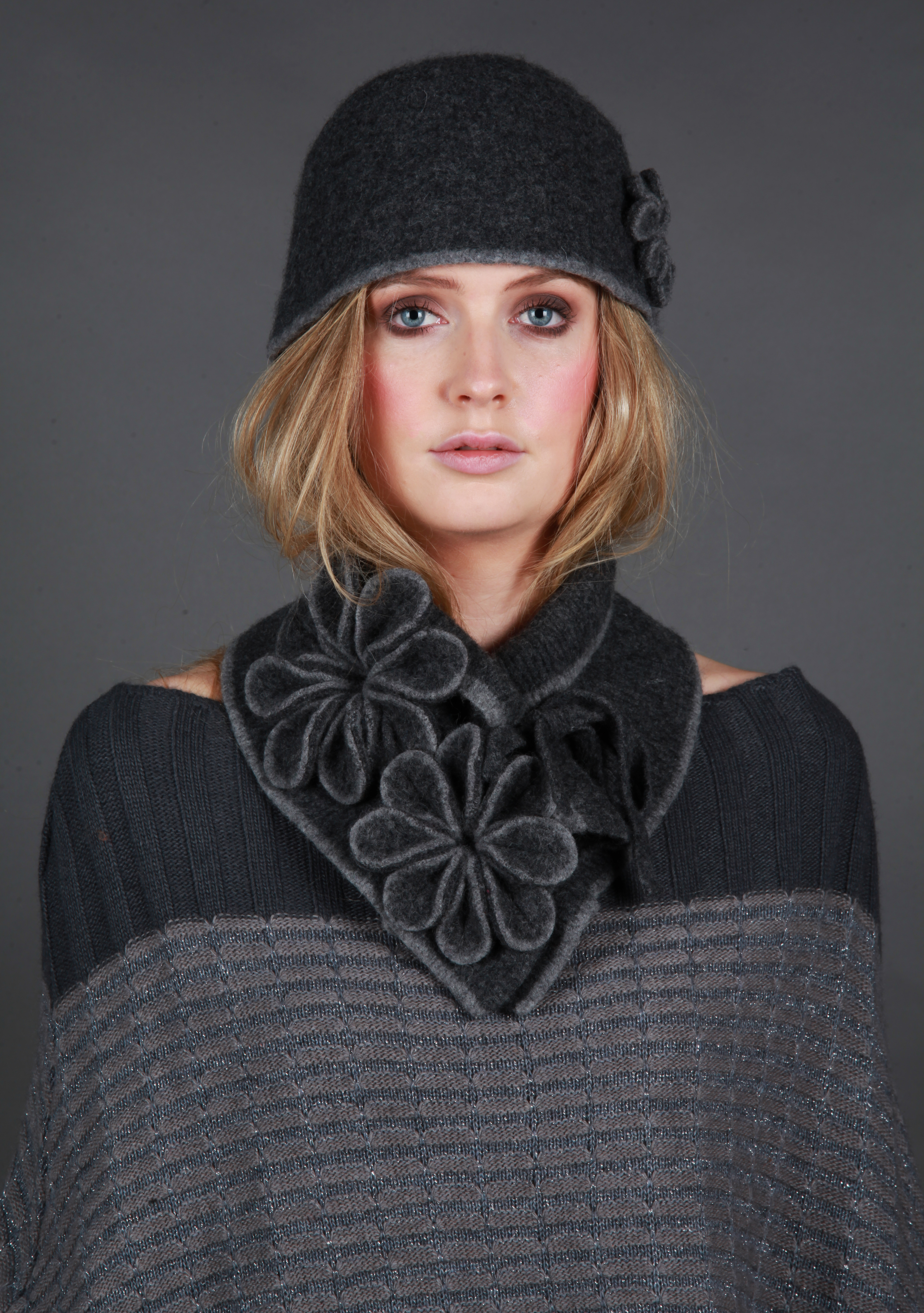 Coloured Rim Blossom Hat with Tie Blossom Scarf