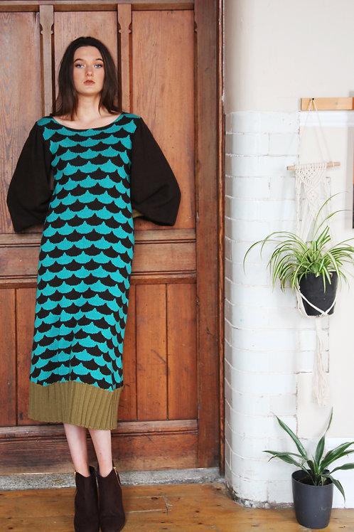 Ribbed Arc Patterned Dress