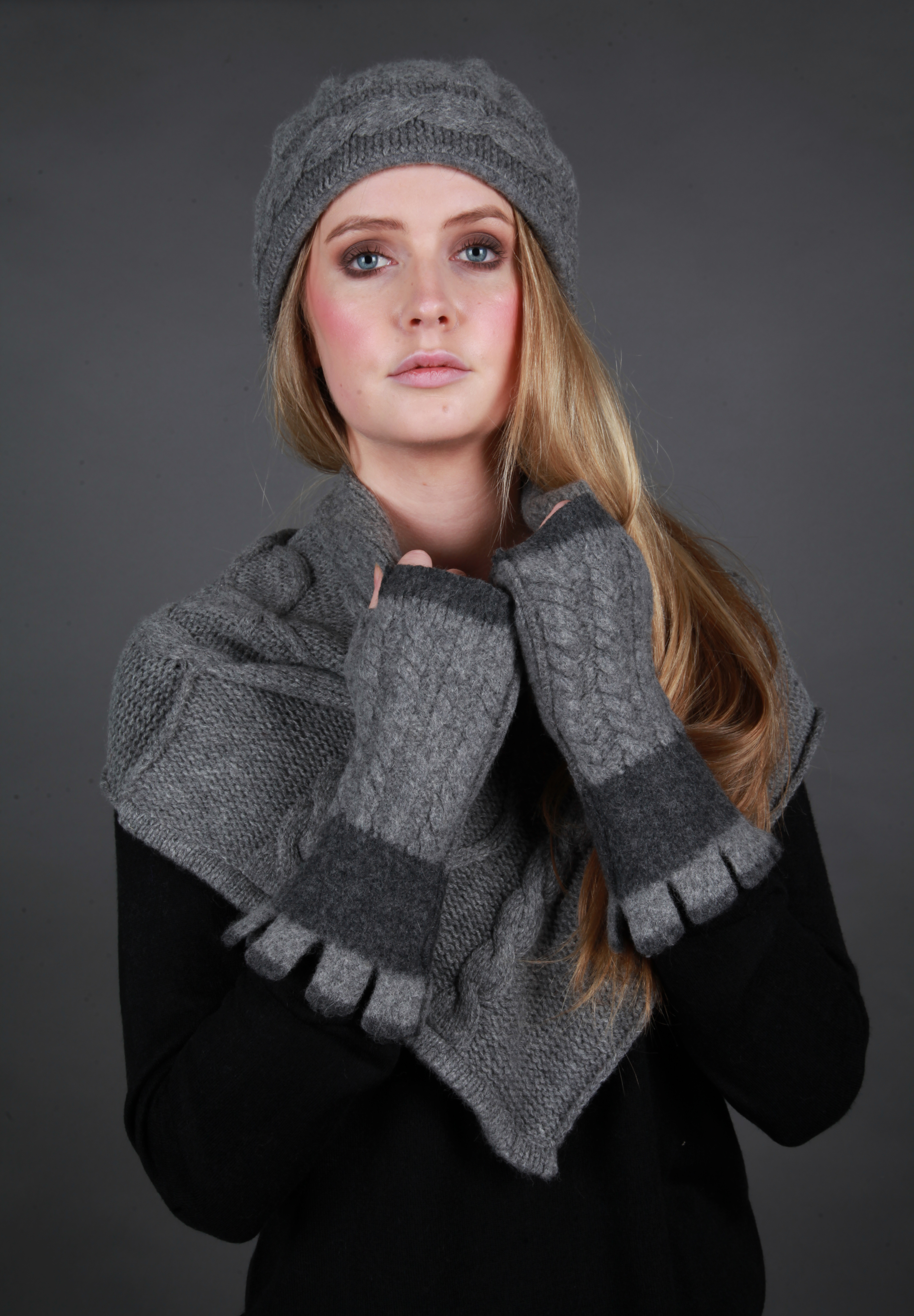 Beret Style Cable Hat/Draped Cable Scarf