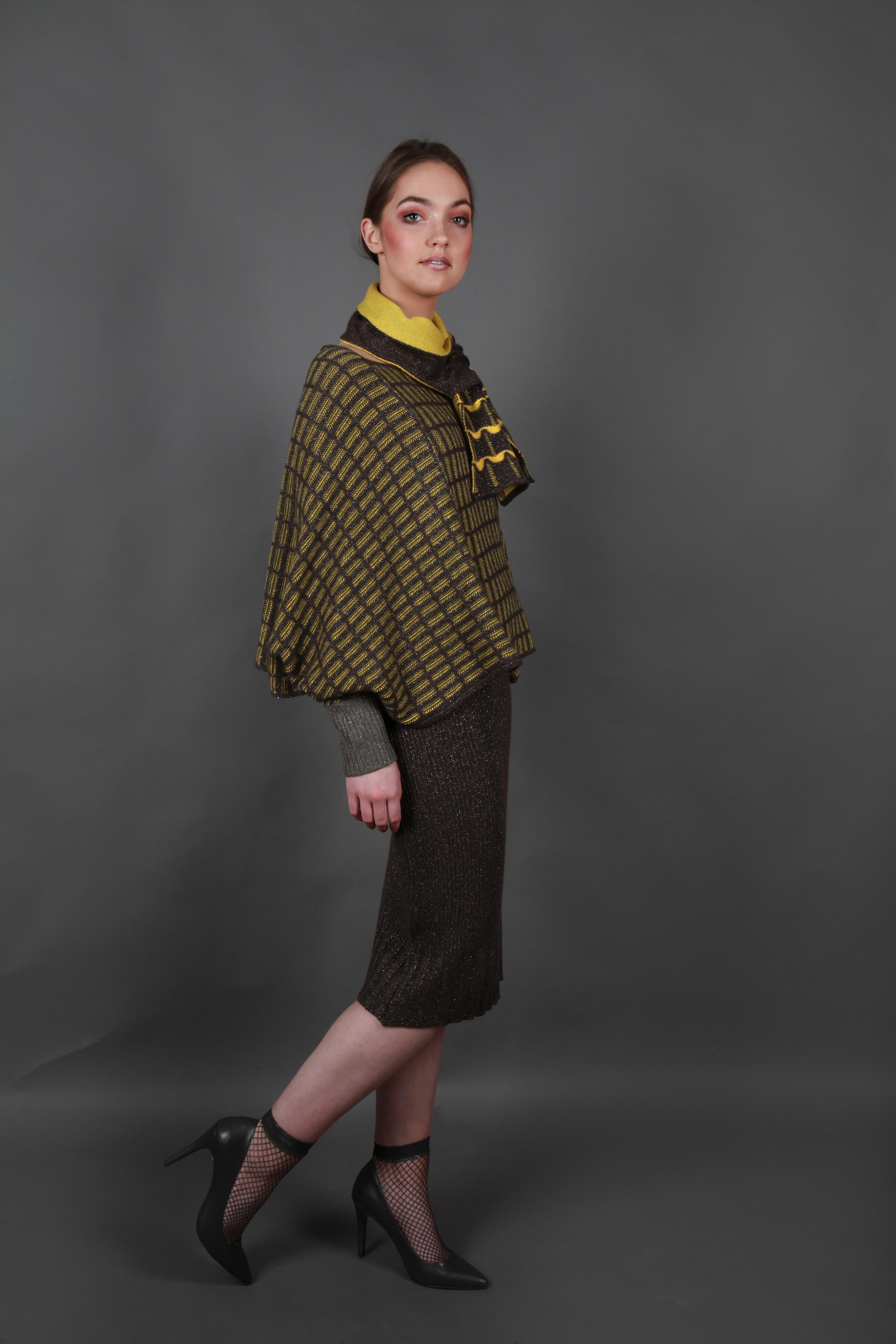 Ribbed straight 3/4 length skirt