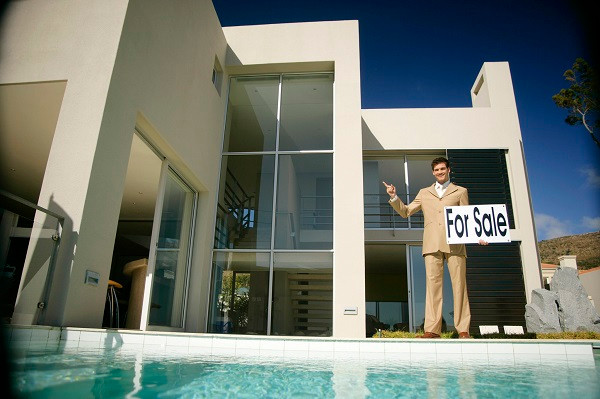 Buy-Home-With-Pool