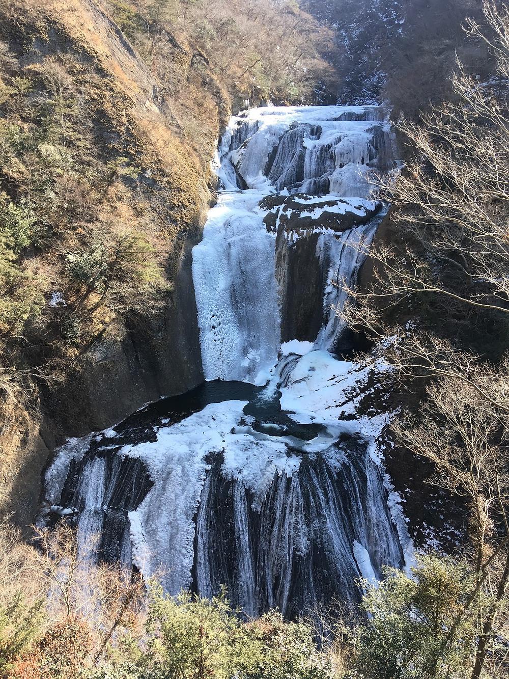 袋田の滝、半分凍結