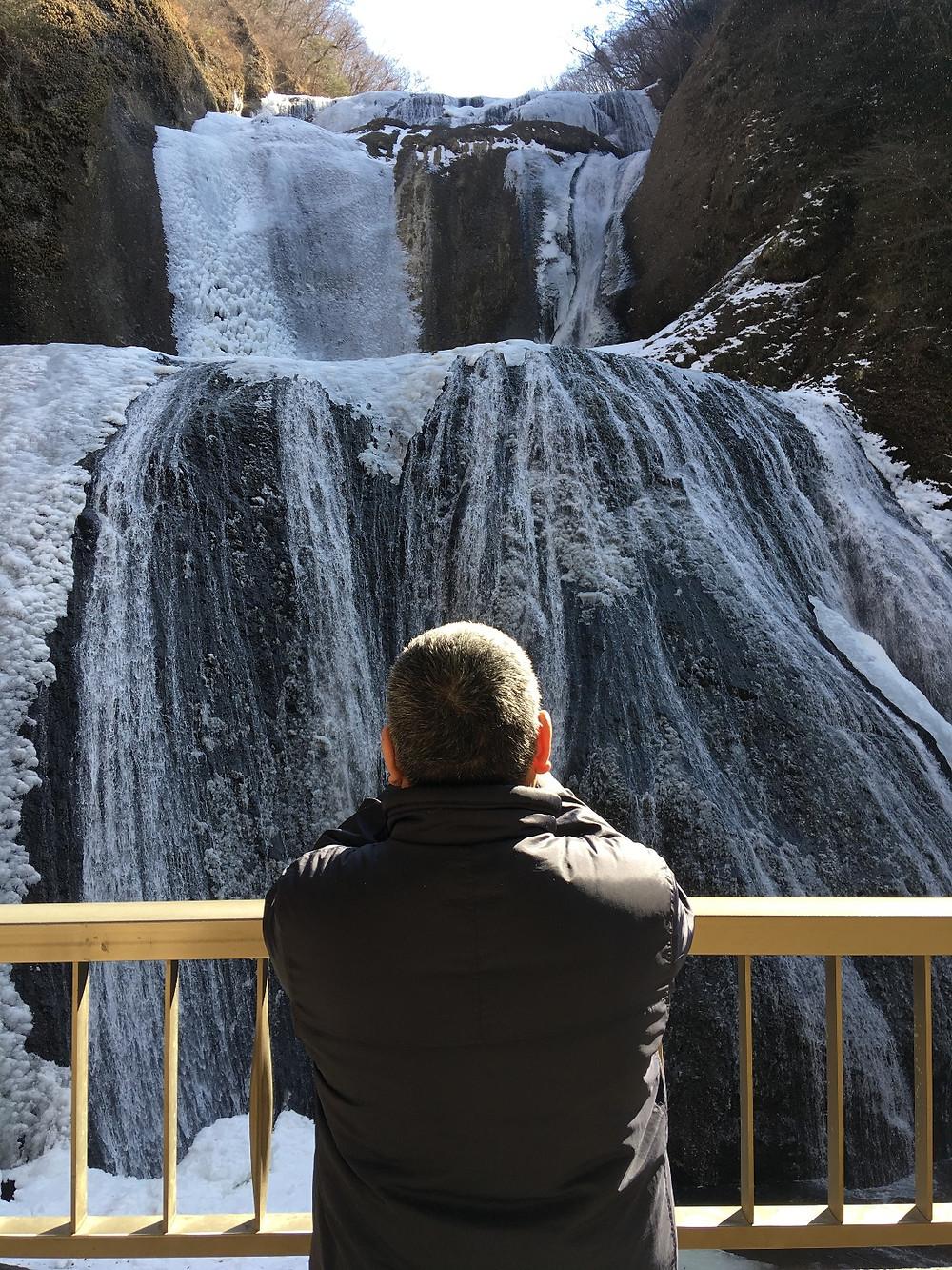 半分凍結袋田の滝