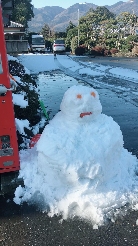 八郷中津川の駐車場の雪だるま