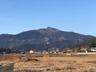 朝の筑波山
