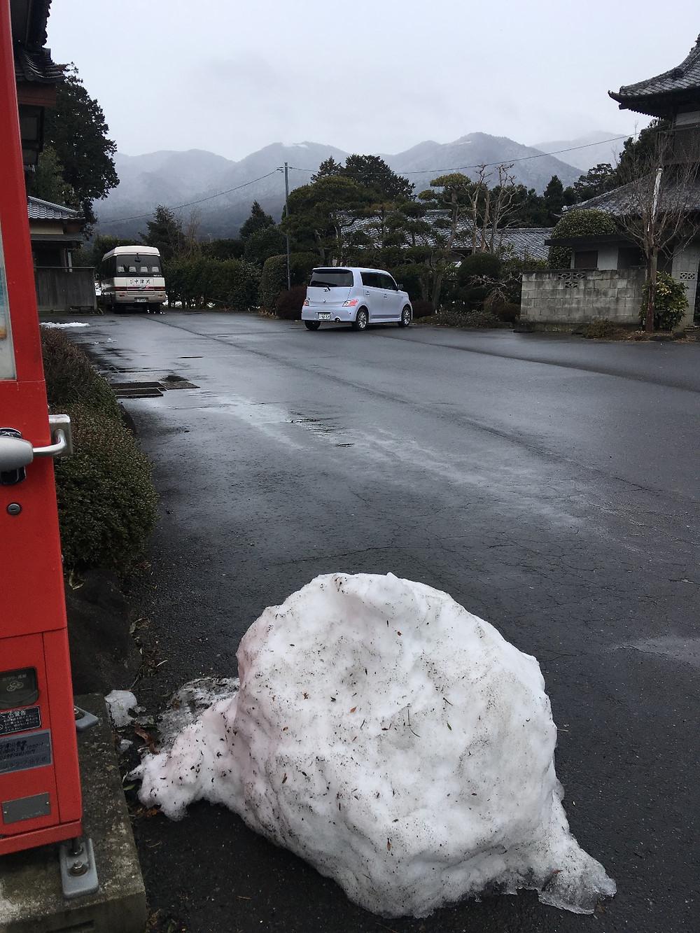 2月2日午前11時過ぎ雪が解けた駐車場