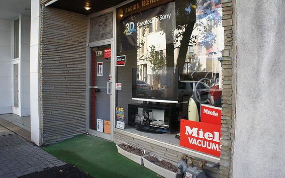 Carl's TV & Vacuum Storefront
