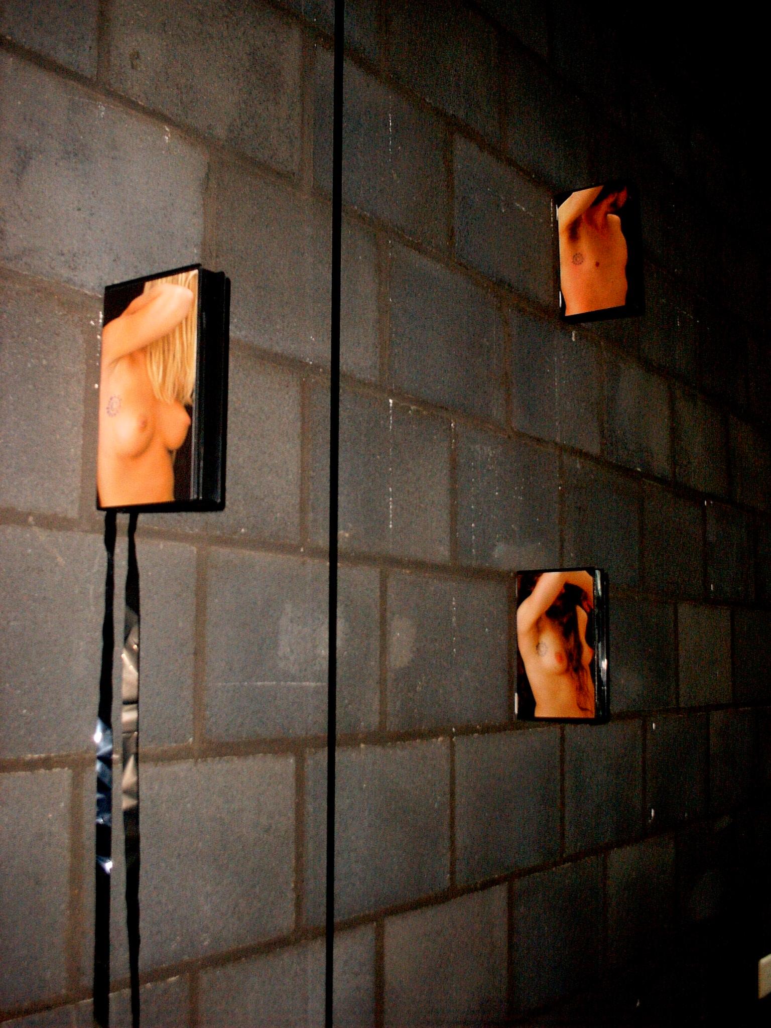 'RESTRICTED ART ZONE'-okselfoto's