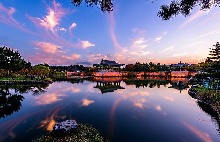 3820147201900076k_Autumn light of palace