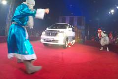 Борн Фосе Отиено и авто.jpg