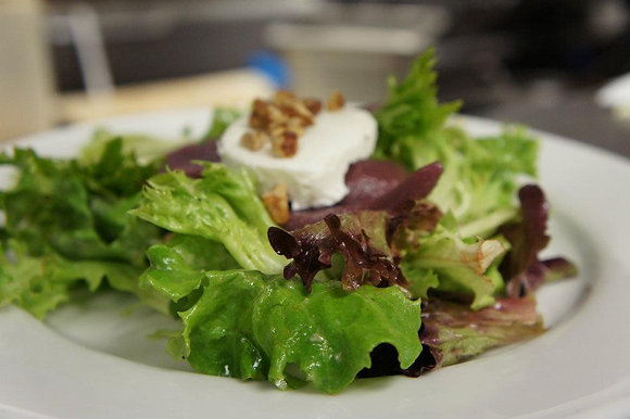 Pear and Goat Cheese Salad for 6