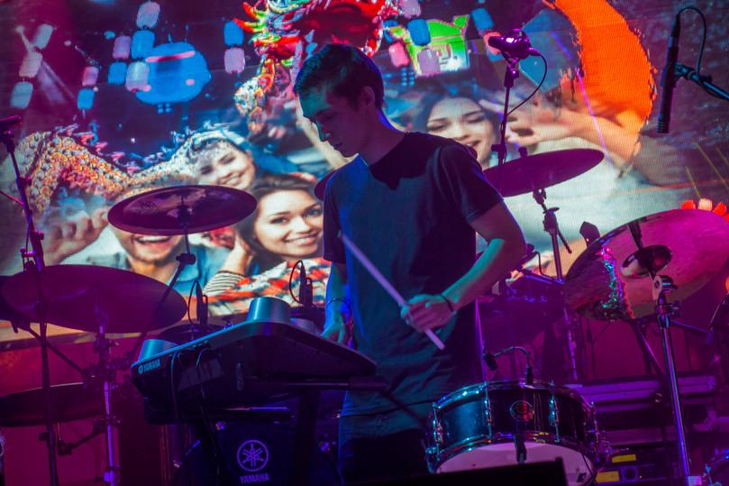 Celebración Simyo y Huawei en Sala Uñas Chung Lee