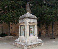 11. Placeta del Convent i monument del Bicentenari de la mort de Juníper