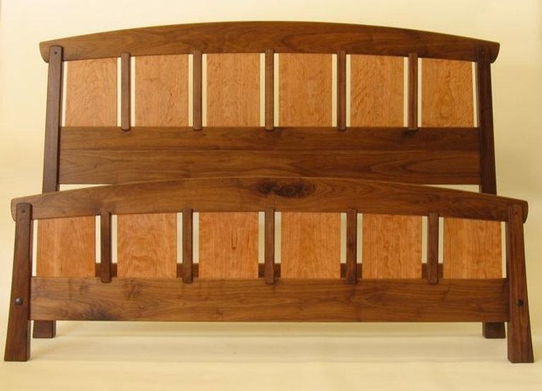 Saddle-Rail Bed
