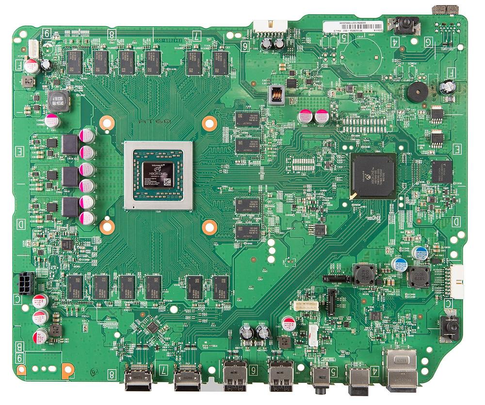 Материнская плата Xbox One - они проделали хорошую работу для легкого процесса пайки, сгруппировав все связанные между собой компоненты.
