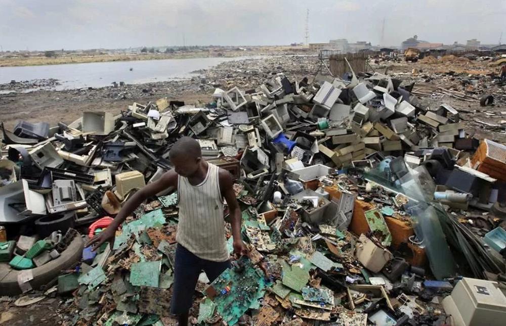 Свалка электронных отходов в Гане (Африка)