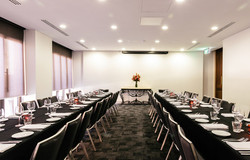 London Room: Dinner up to 40 guests