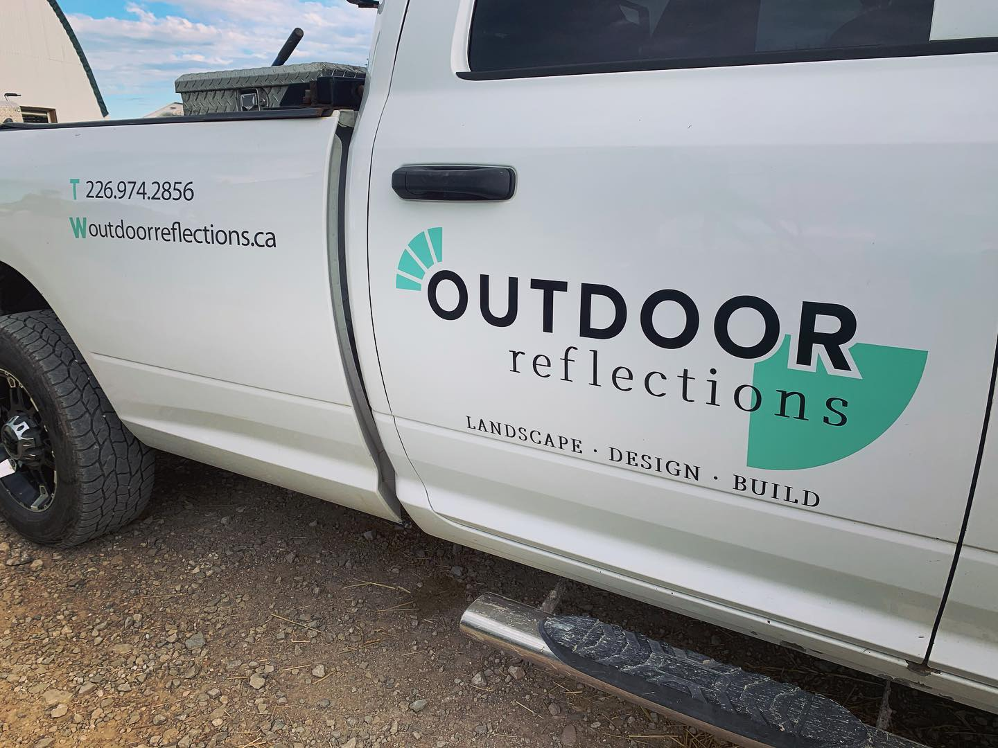 Vehicle Graphics for Outdoor Reflections