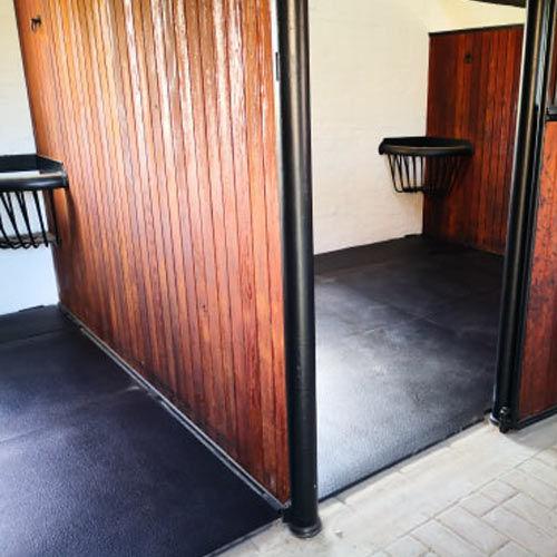 MAyo-Original-Fit-in-stables.jpg