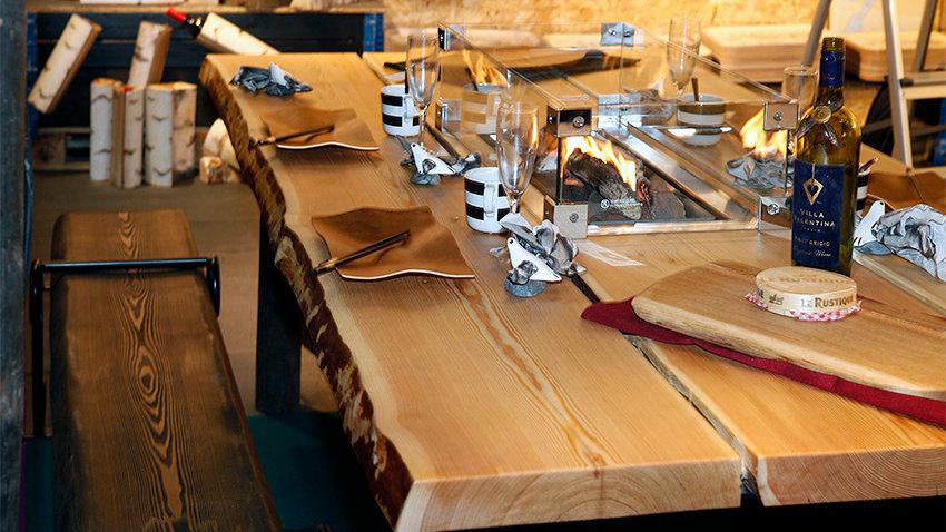Kaasutakalla varustettu siperianlehtikuusipöytä