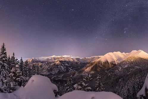 Nocna Panorama Tatr z Gęsiej Szyi