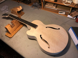 LEFT HANDED OPTION FROM FIBONACCI GUITARS
