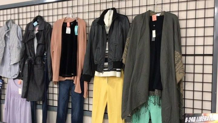 Beautiful name brand fashion! Don't pay more than you have to, SHOP Thrift Giant Where The Bargains Don't Stop! #fashion #ladiesfashion  #mensfashion #fashion #shopping #bargain #deals #dallas #thrift #thriftstorefinds #thriftgiant