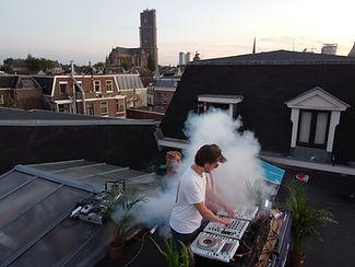 Overig DJ op dak.JPG