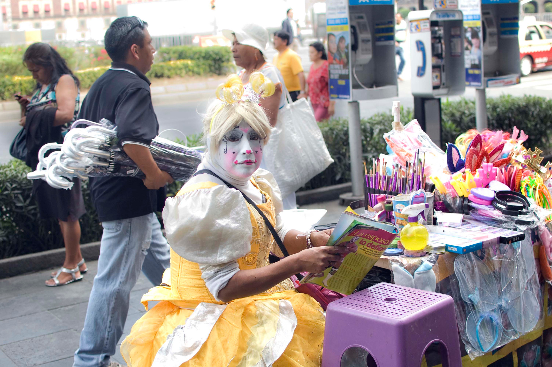 A face painter, Centro Histórico, Mexico D.F., 2014