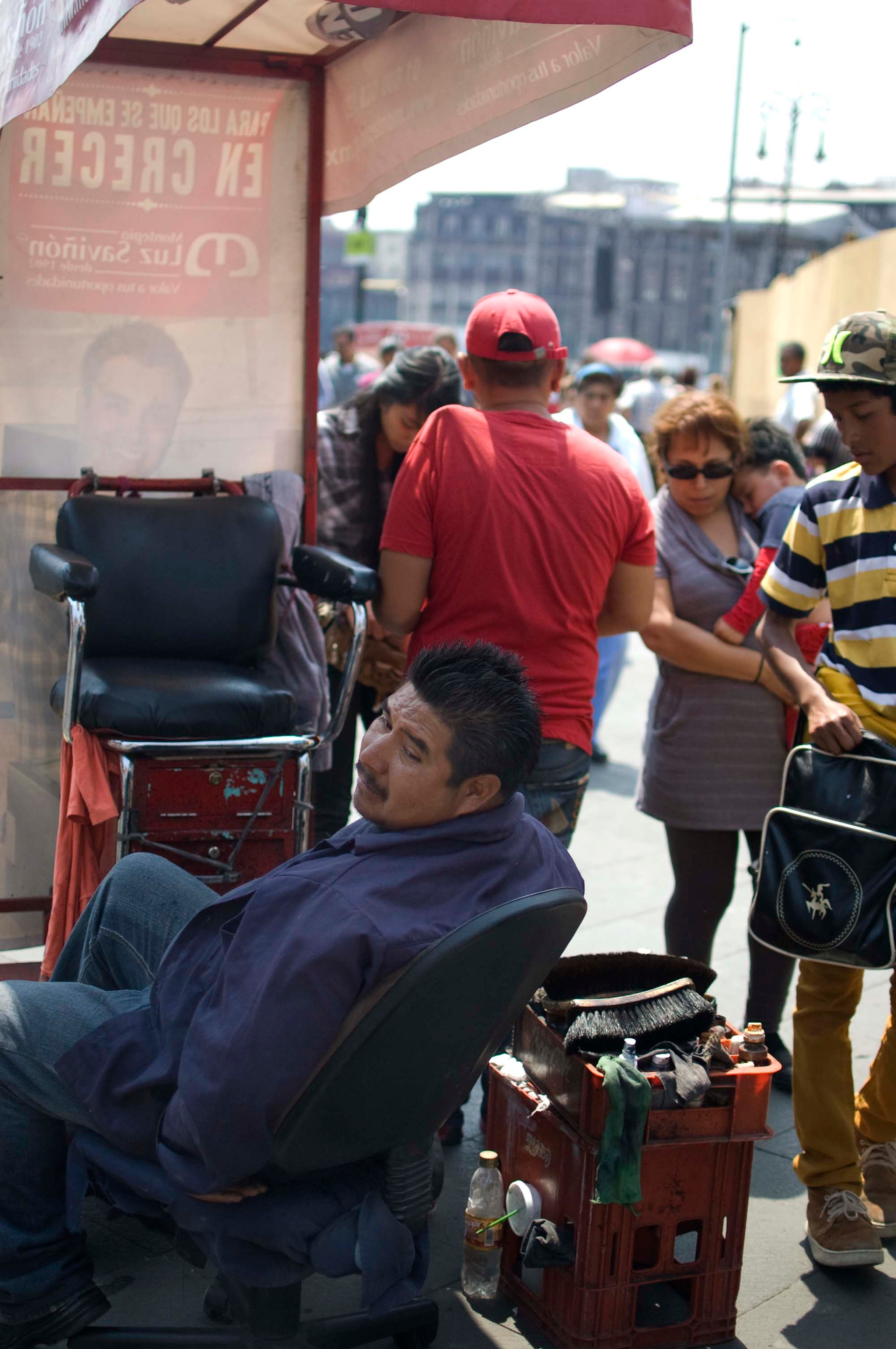 A shoe cleaner waits for customers, Centro Histórico, Mexico D.F., 2014