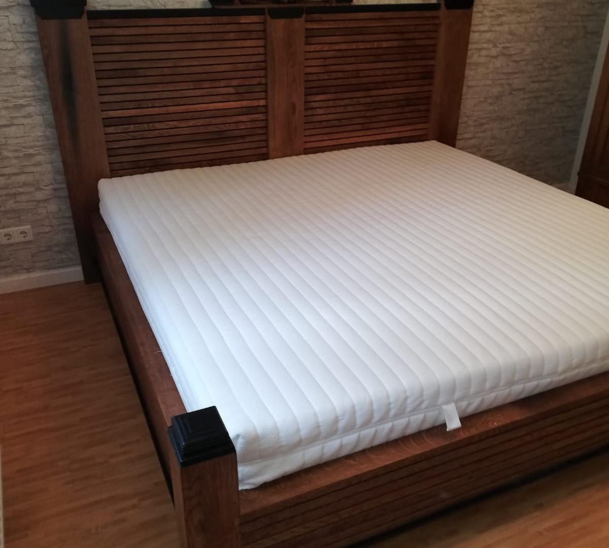 Nachbau Gründerzeit Bett Antikkonzept