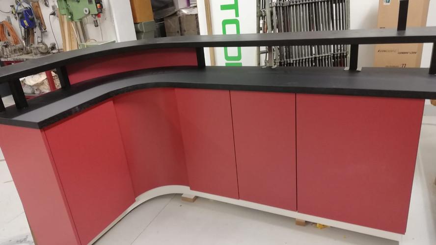 Design nach Kundenwunsch rot Theke