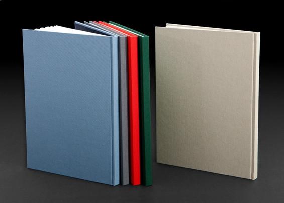 ספר בכריכה קשה, בדי כותנה לכריכת ספרים בגוונים שונים.