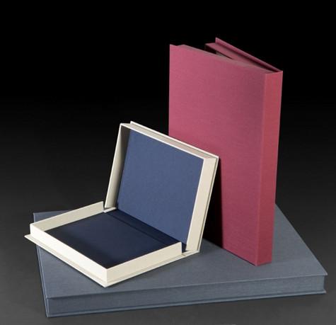 קופסא לשימור נייר, ספר, תמונות במבנה קלאסי (clam-shell box).