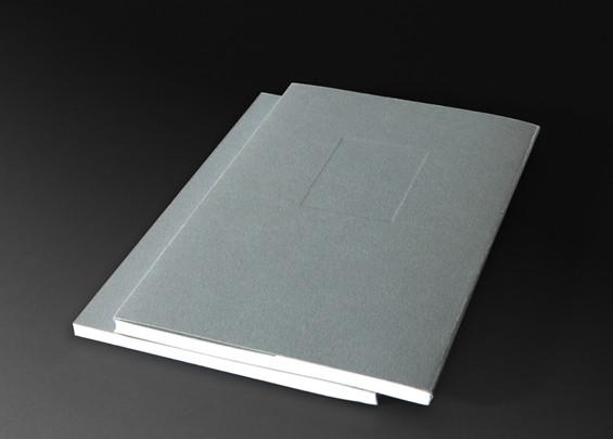ספר בכריכה רכה עם שקע.