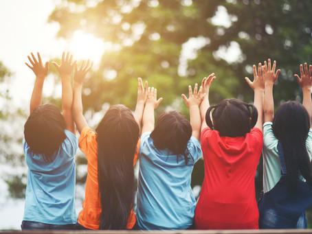 Atividades adaptadas na escola para crianças com necessidades especiais.