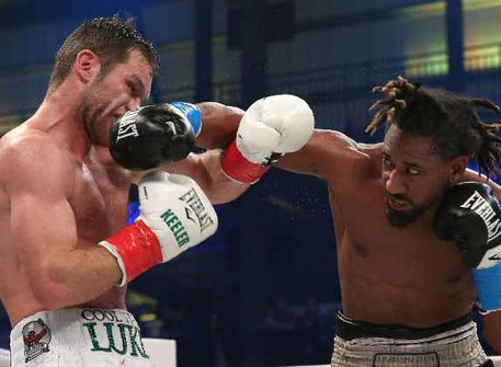 Demetrius Andrade Defends his WBO Strap & Stops Luke Keeler in 9 Diaz Beats Farmer for Title