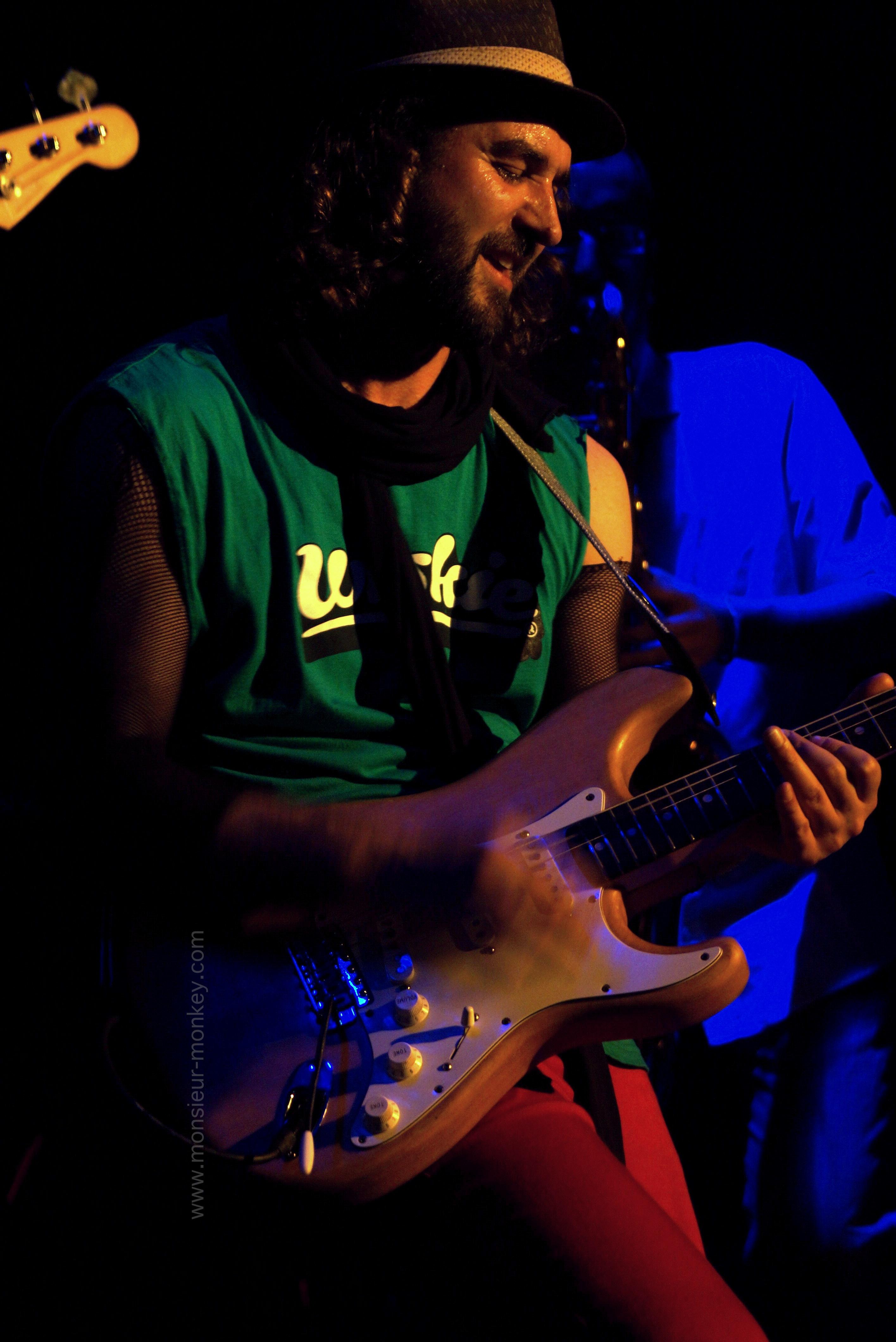 Guitar player live Barcelona